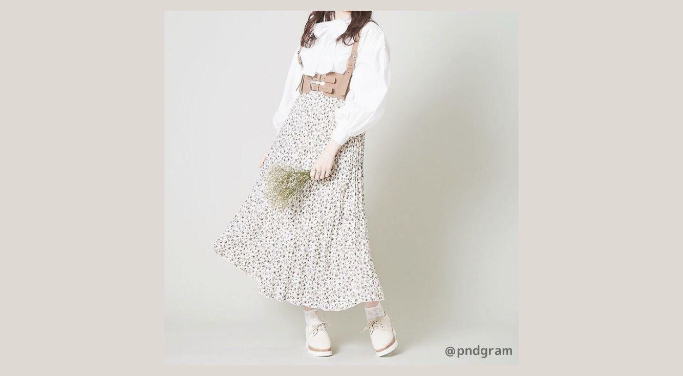 向かい風なんか怖くない!プリーツロングスカートで春風を味方につけて♡