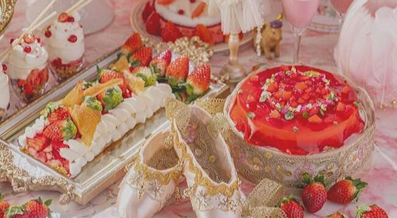 バレリーナのような苺スイーツに囲まれて。ヒルトン東京が贈る、新ビュッフェ「ストロベリー・プリマ」