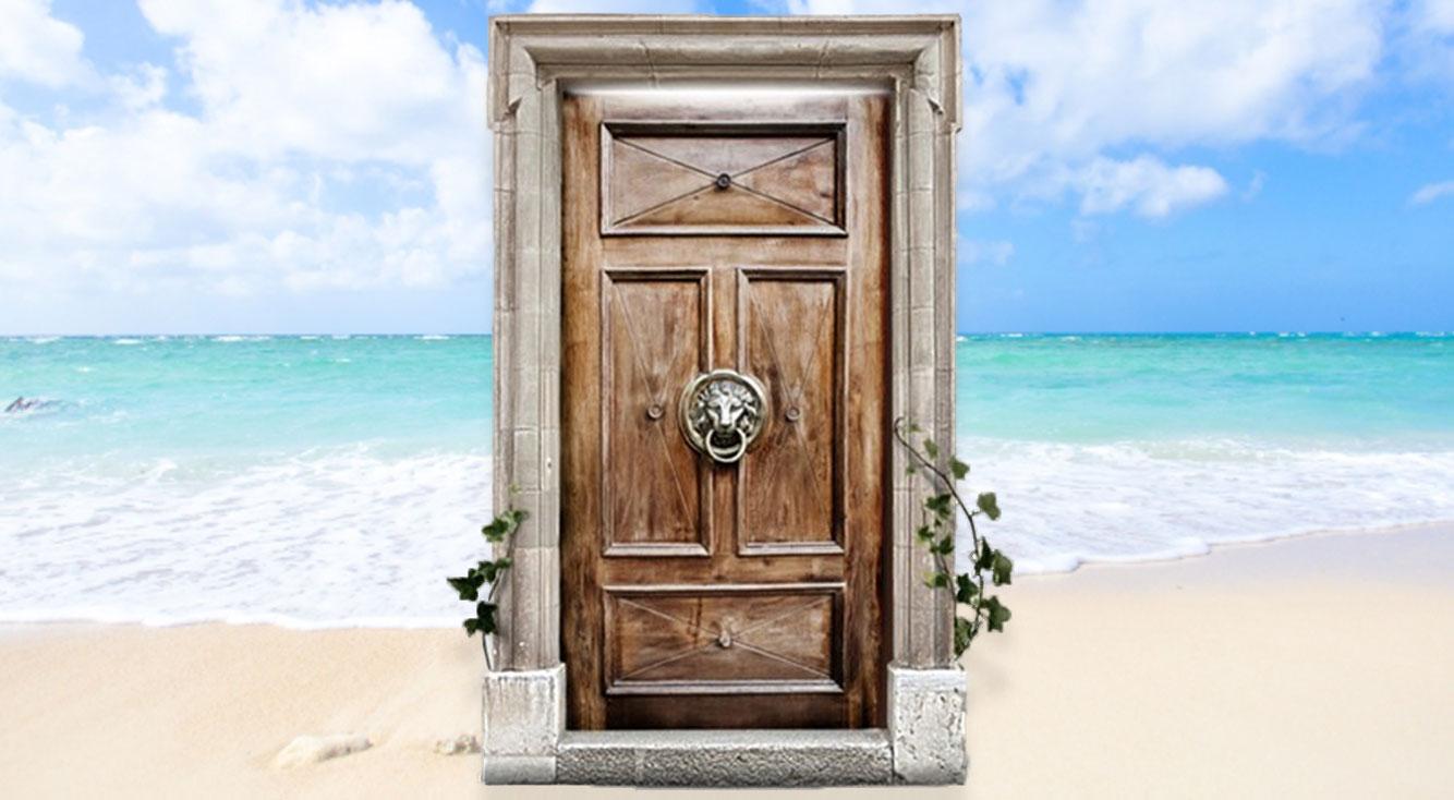 まるでランダムどこでもドア!扉を開いてワープして、地球上のいろんなところに行ってみよう。【The Secret Door】