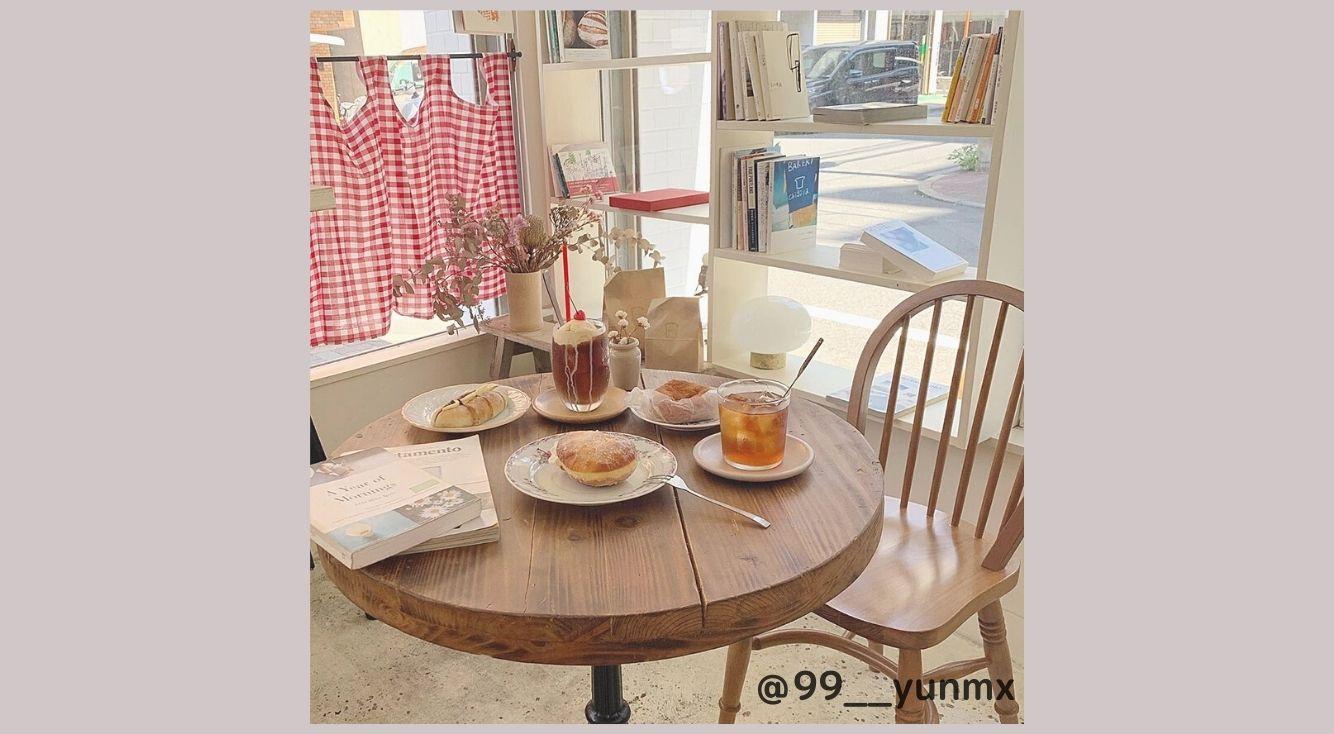 【蔵前】インスタで人気上昇中のパン屋さん「Chigaya(チガヤ)」赤チェックのカーテンが可愛い店内にも注目♡