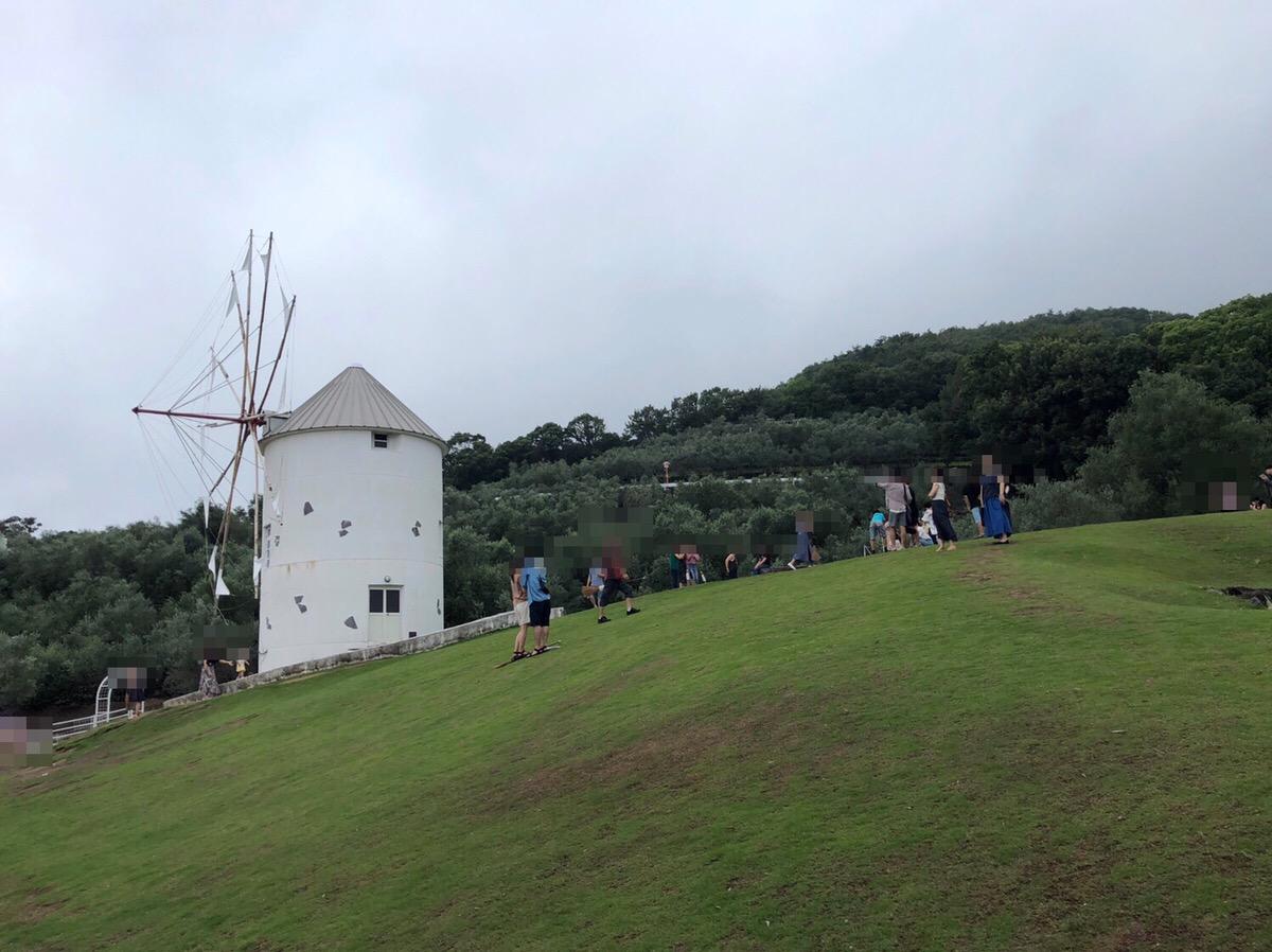 小豆島オリーブ公園の「ギリシャ風車」の人の多さ