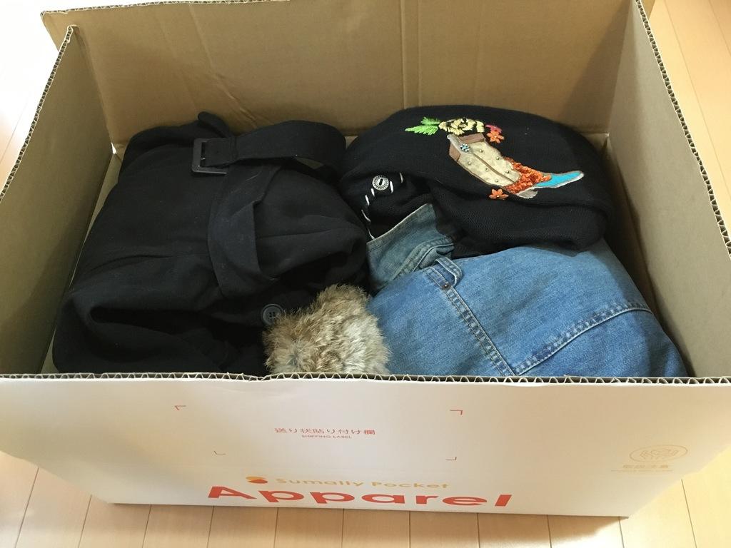 ボックスに詰め込んだ衣類