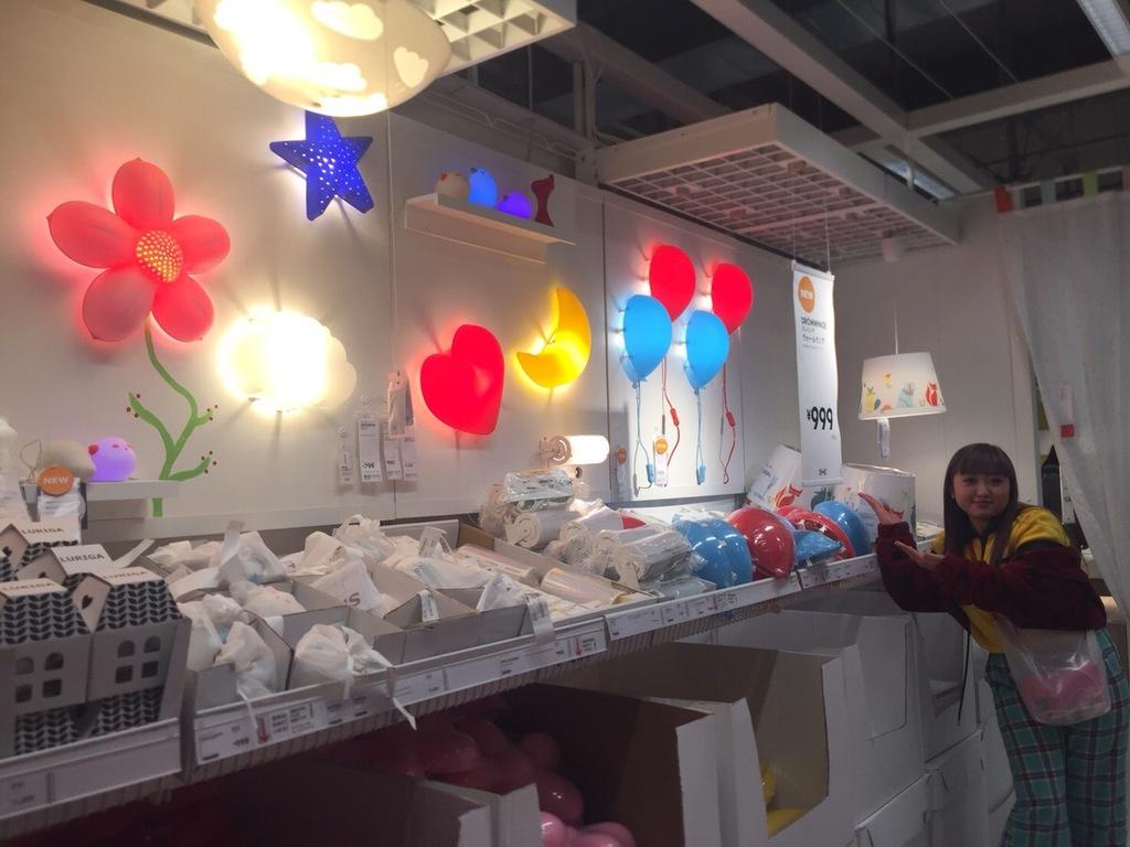 IKEAの風船のライトを購入するえりなっち
