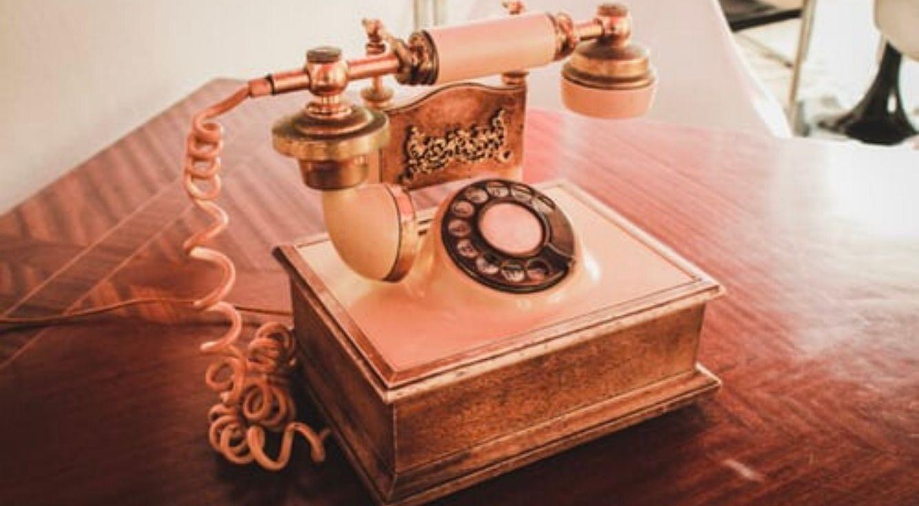 iPhoneと伝言メモ!留守番電話が無料で使える裏技を大公開!