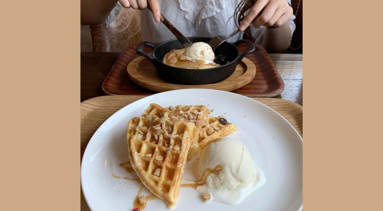 もっちり生地の限定アップルパイがおいしい♡【COFFEE SECOND】