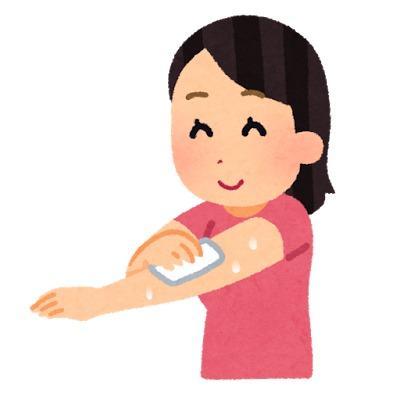汗ふきシートで汗を拭く女性
