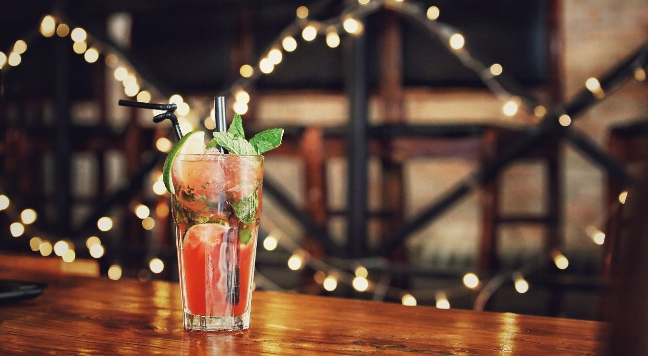 「ZOOM飲み会」のやり方を解説!オンライン飲み会が大人数でできる♥