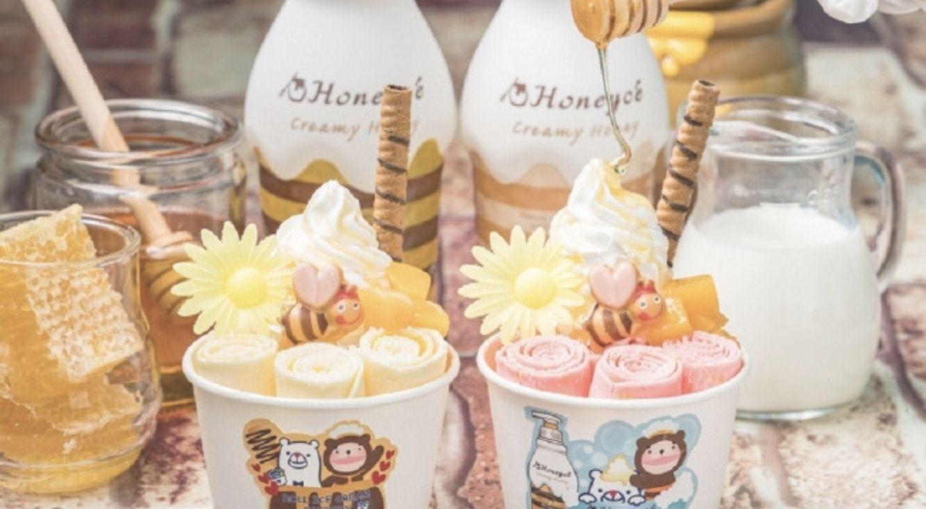 """『ロールアイスクリームファクトリー』がヘアケアブランドの『ハニーチェ』とコラボカフェが展開!""""ハチミツかけ放題"""" のオリジナルメニューが登場♡"""