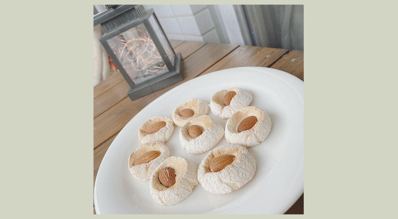 材料はたったの2つ!マシュマロとアーモンドだけでサクッと食感のマシュマロクッキーが作れちゃう♡