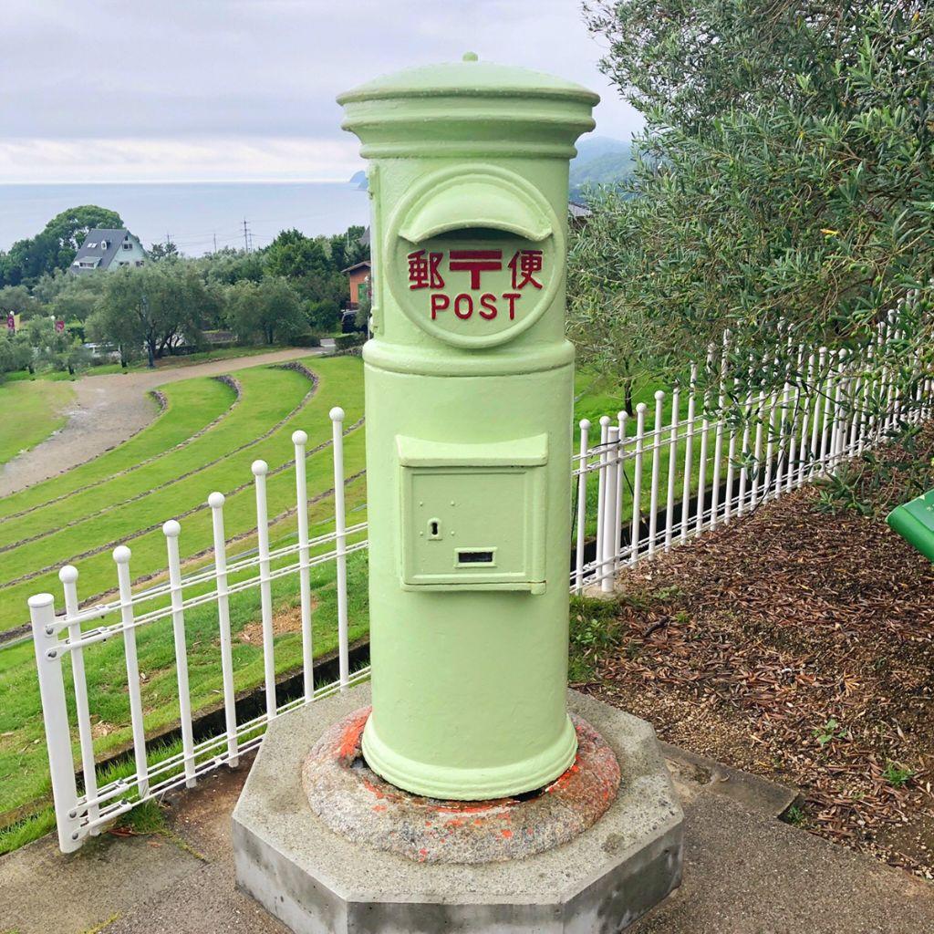 小豆島オリーブ公園のオリーブ色の郵便ポスト