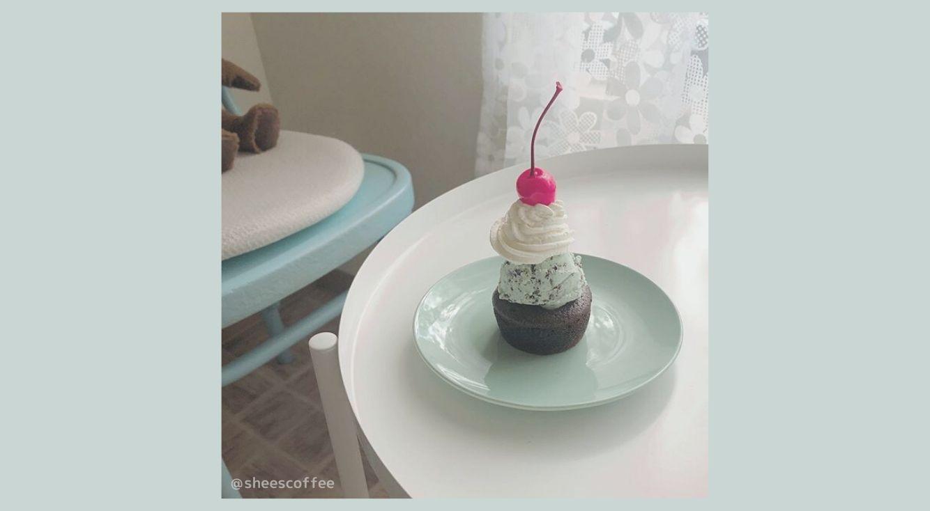 ミントカラーのお店でミントスイーツを♡「SHEE's coffee & vintage(シーズコーヒー&ヴィンテージ)」