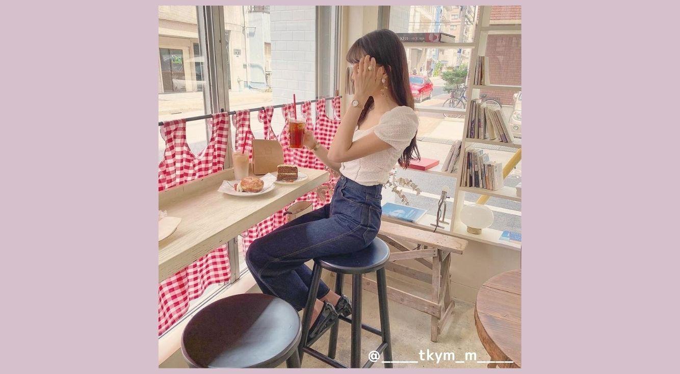 お洒落なカフェに行く時に着たい「抜け感」コーデを紹介!デートにも使える♡ヘアアレンジや撮影のポイントも